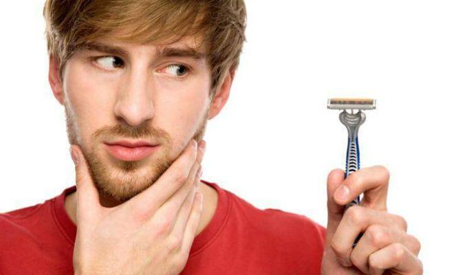 Как и чем быстро остановить кровь при порезе бритвой