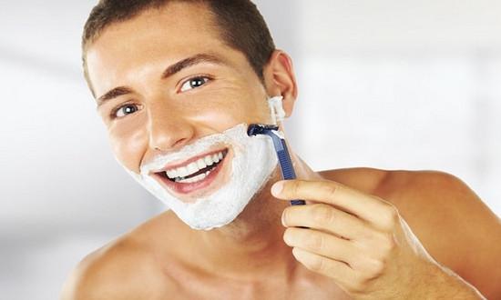В каком возрасте можно брить усы