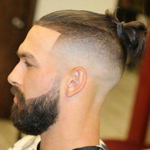 Стрижка с выбритыми висками и длинными волосами