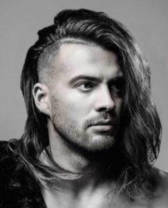 Мужская прическа с длинными волосами