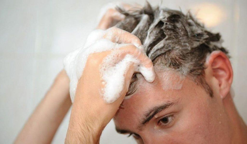 используем шампуни против выпадения волос