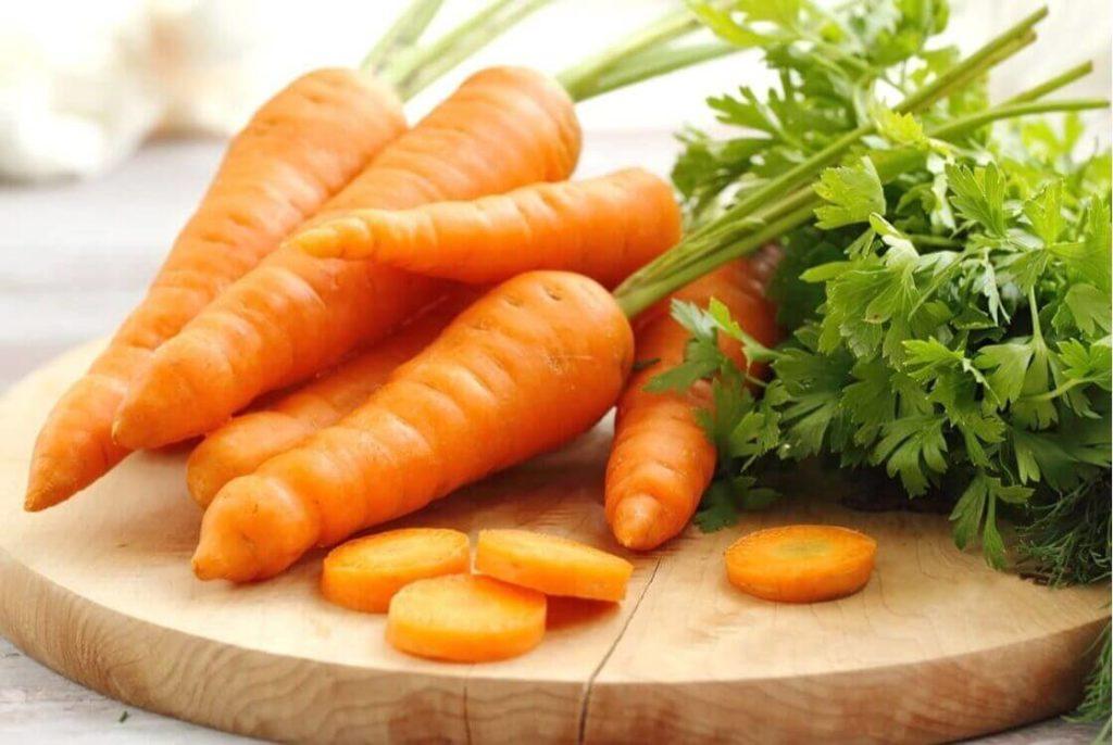 сок моркови в составе масок как народные средства от облысения у мужчин