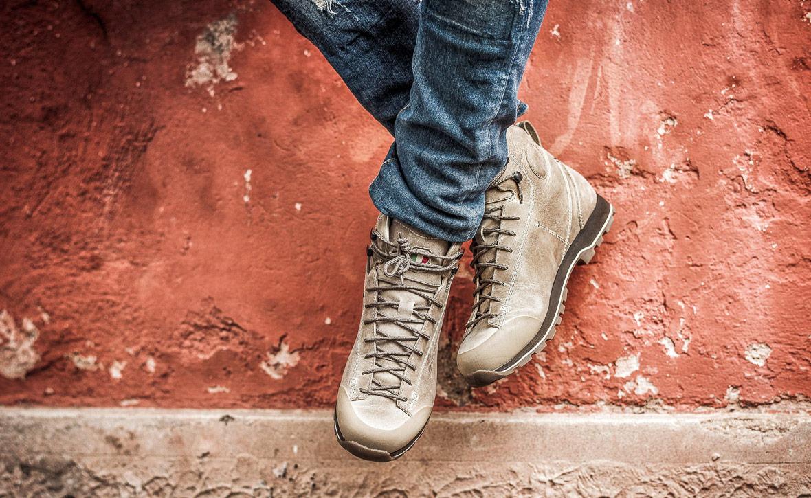 Осенние мужские ботинки с джинсами