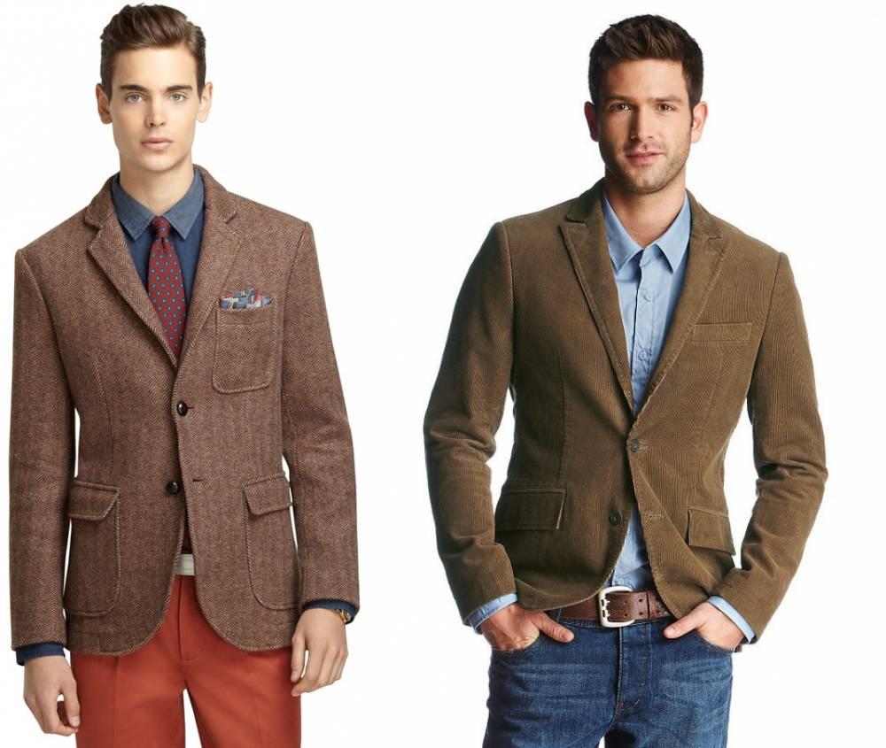 Мужчины в коричневых пиджаках и джинсах