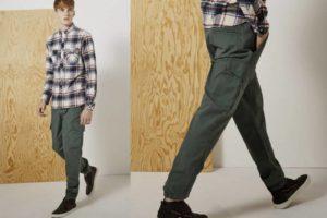 Парень в джинсах хулиганах