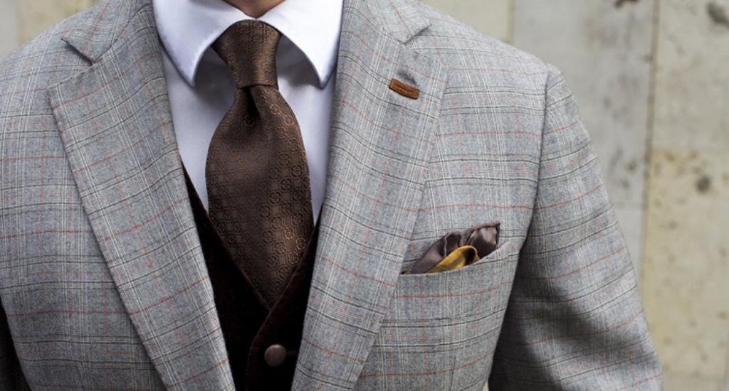 Двойной узел на галстуке