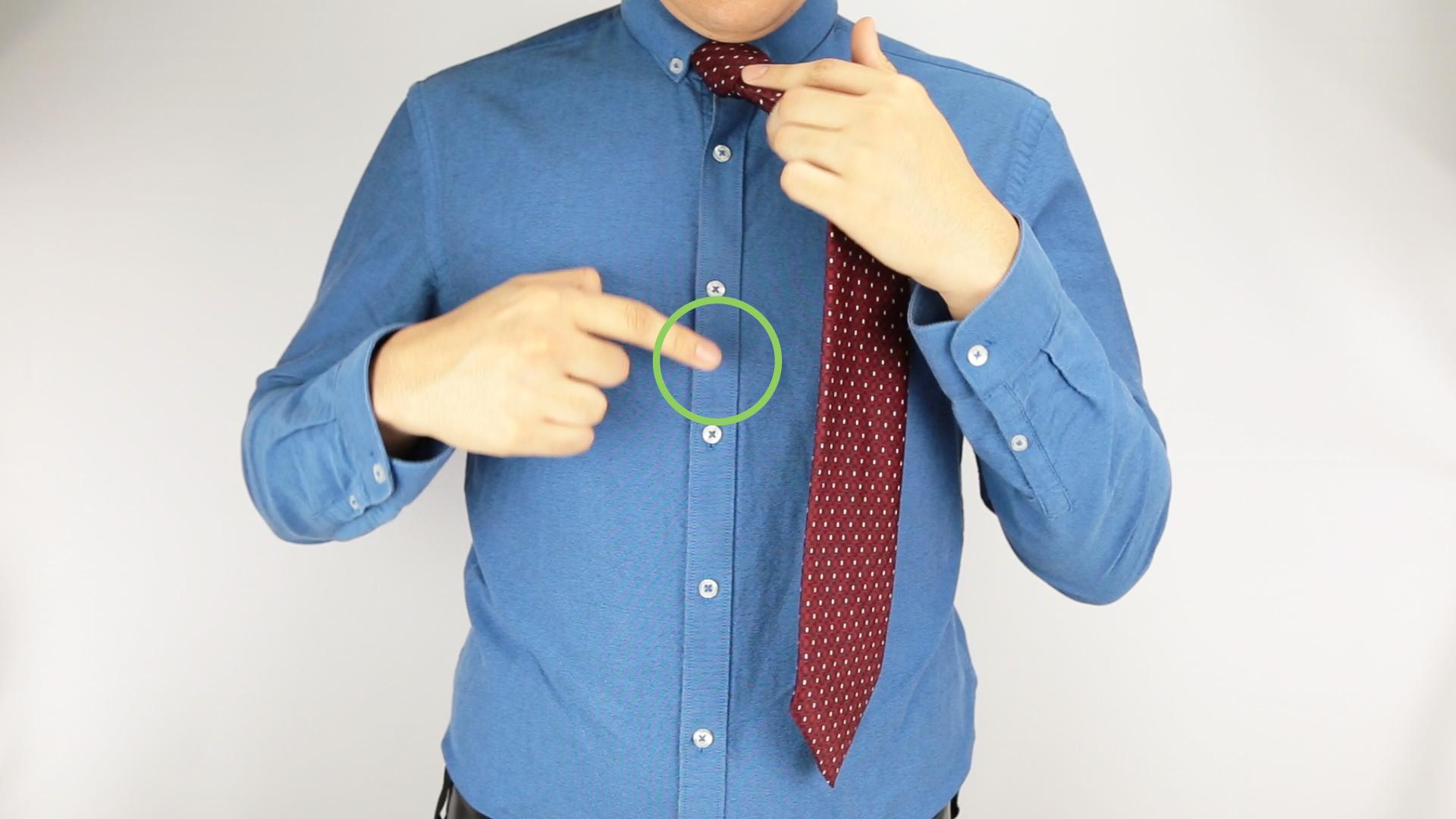 Место крепления зажима для галстука