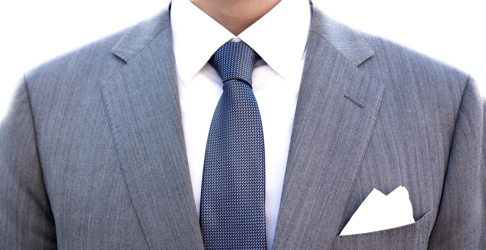 Костюм,рубашка, галстук