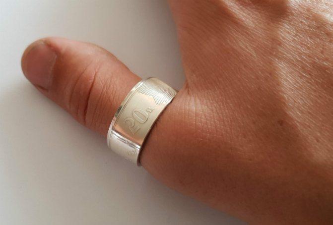 кольцо на большом пальце
